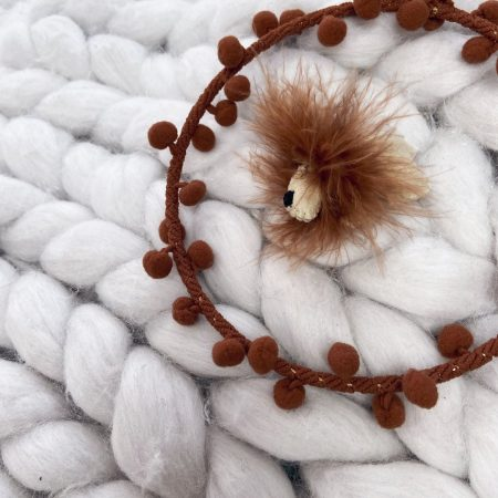 pom-pom lion hoop by handmade scandi co